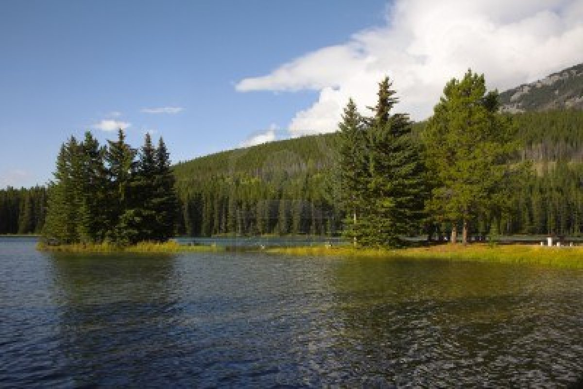 Canadian_lake